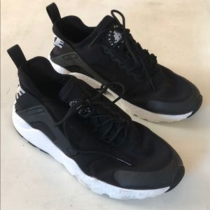 Nike • women's air huarache sneakers size 7